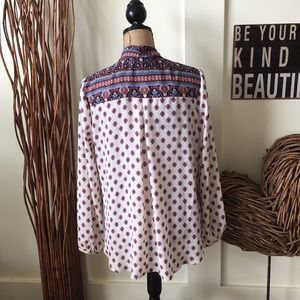 Eyeshadow Tops - Eyeshadow BoHo print wrap around Hilow blouse